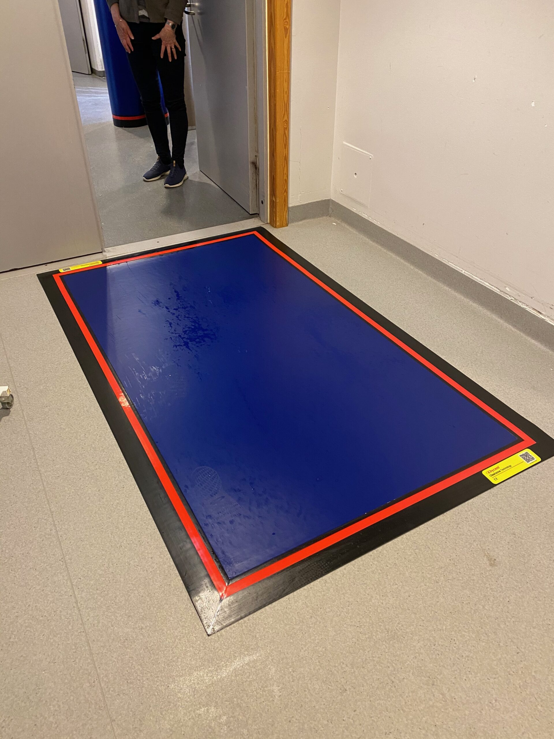 Decontamination floor mats for cleanrooms 5