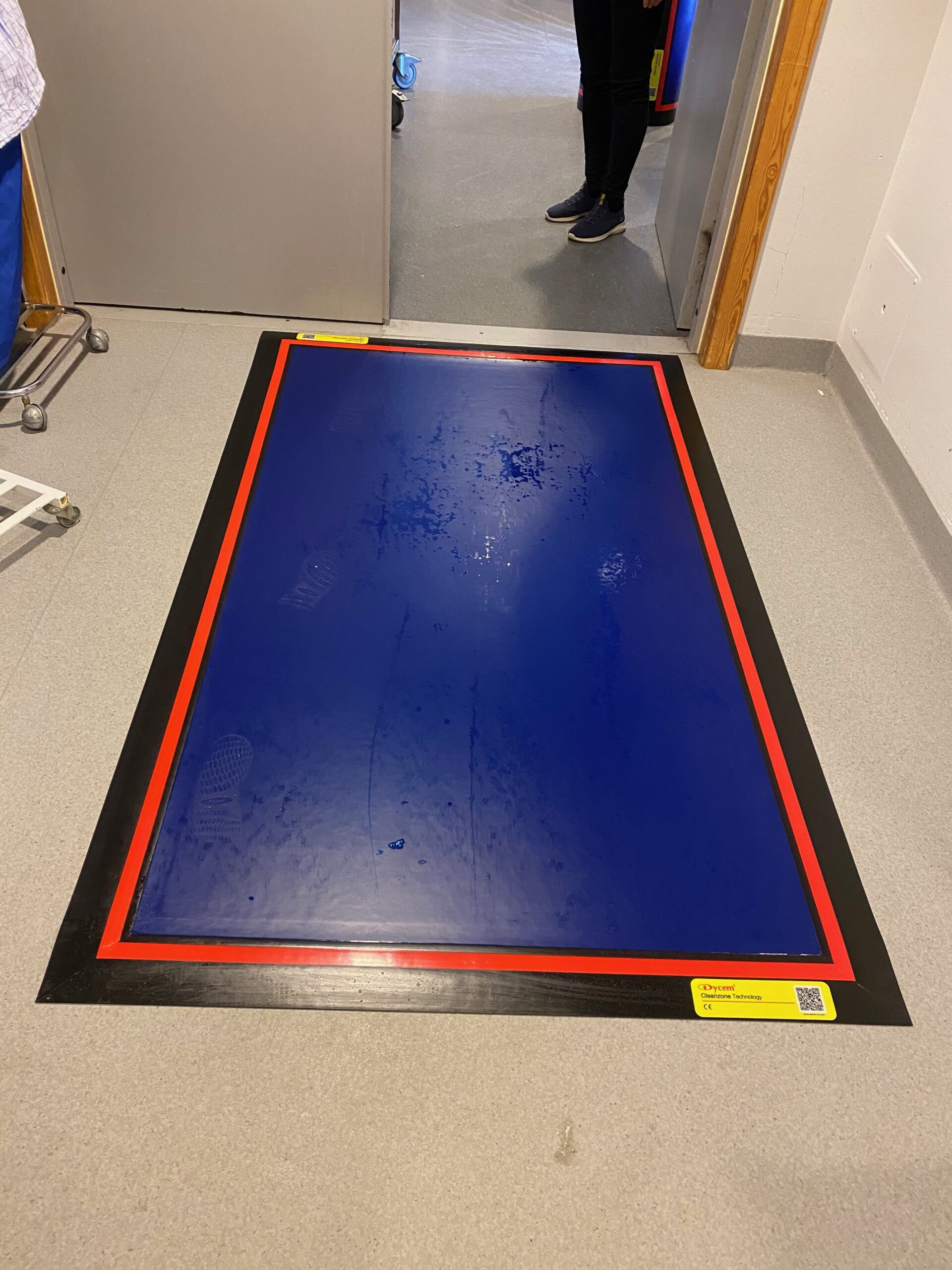 Decontamination floor mats for cleanrooms 8