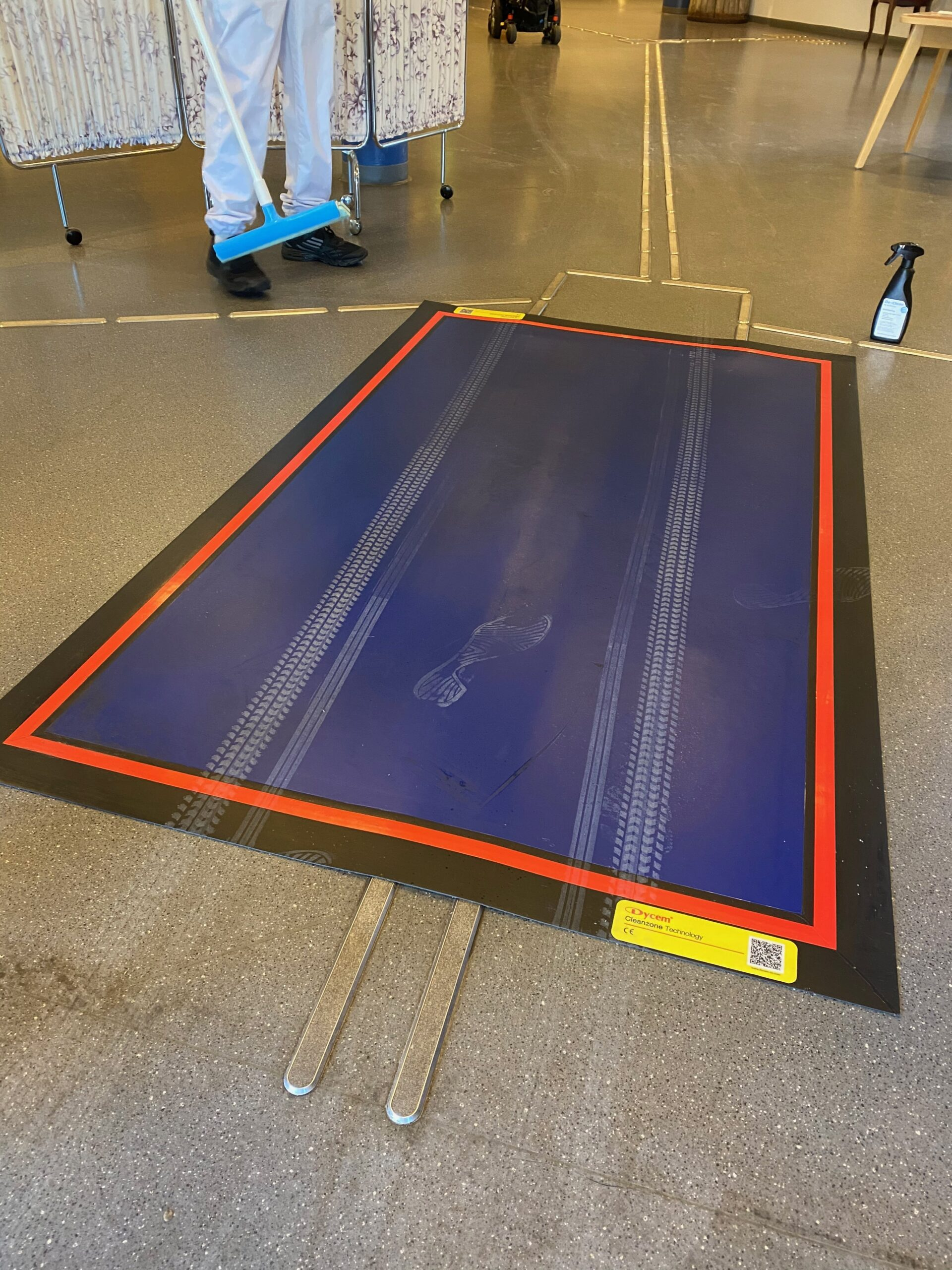 Decontamination floor mats for cleanrooms 4